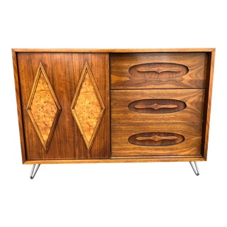 Mid Century Modern Walnut Credenza Compact Sideboard Storage Cabinet Dresser Media Console on Hairpin Legs Danish Style Burled Walnut Inlay For Sale