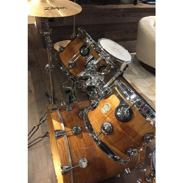 Five piece drumset by dw drum. Made in America. Beautiful wood finish and color. Mixed set - Zildjian, Aquarian, YAMAHA,...