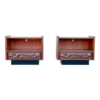 "Pulaski Mid Century Modern ""Contour 70s"" Nightstands - a Pair For Sale"