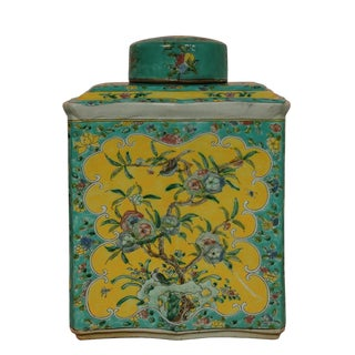 20th Century Chinese Porcelain Vase/Jar With Lid For Sale