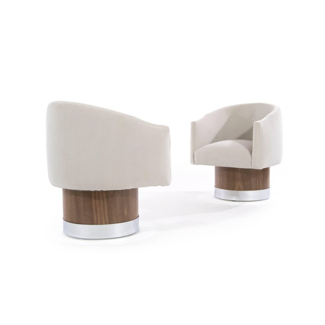 Mid-Century Modern Mid-Century Modern Swivel Chairs on Walnut Bases by Milo Baughman For Sale - Image 3 of 9