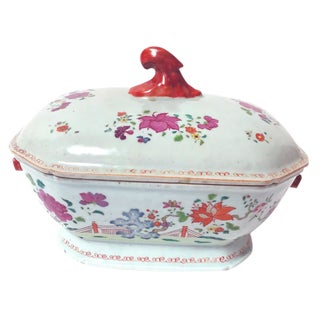 Fine Qianlong Period Chinese Export Porcelain-Covered Tureen For Sale