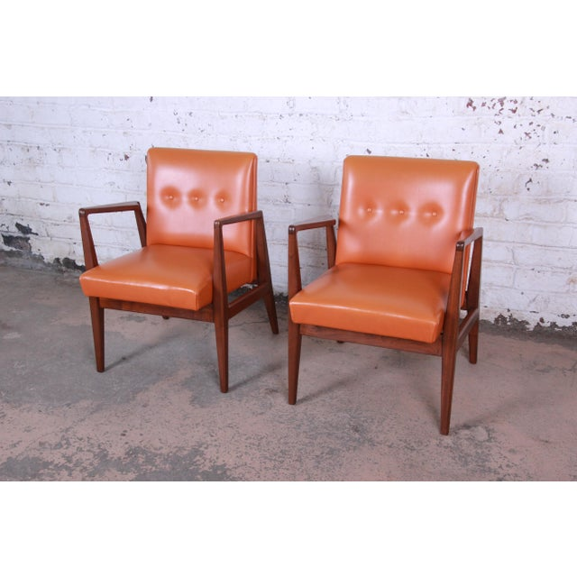 Offering an exceptional pair of mid-century modern sculpted walnut lounge or club chairs designed by Jens Risom. The...