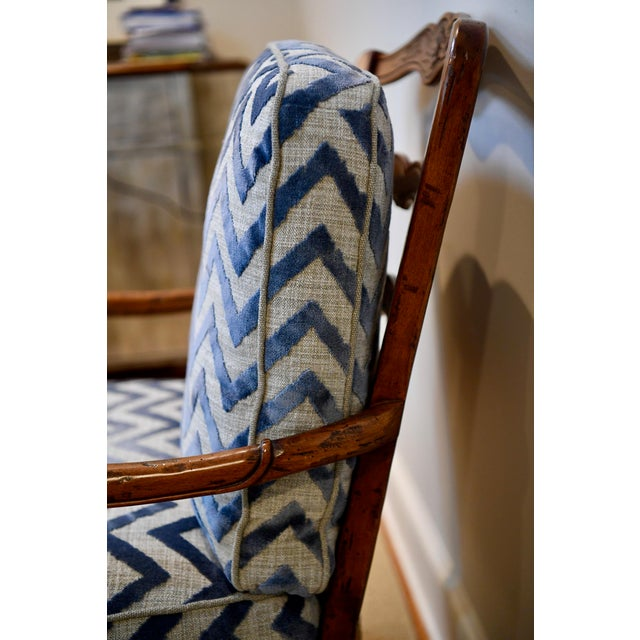 Robert Allen Fremarc Design Robert Allen Modern Oversized Contemporary French Bergere Upholstered Club Lounge Chair& Ottoman in Blue / Grey Geometric Zebra Pattern For Sale - Image 4 of 12