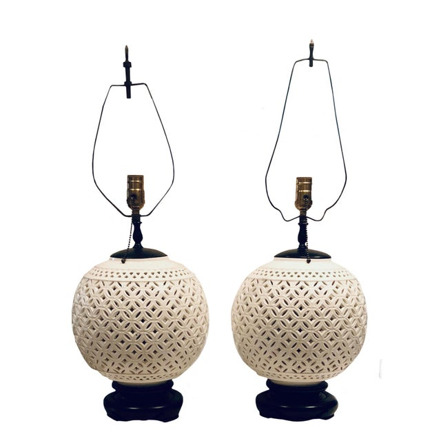 1950s Hollywood Regency White Round Lamps - a Pair For Sale In Tampa - Image 6 of 6