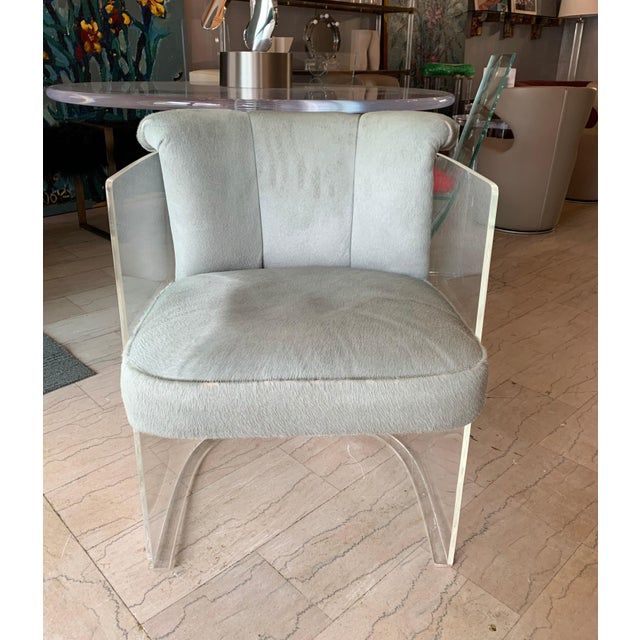 1960s Set of 4 Barrel Chairs in Lucite and Pony Hair Leather For Sale - Image 5 of 12