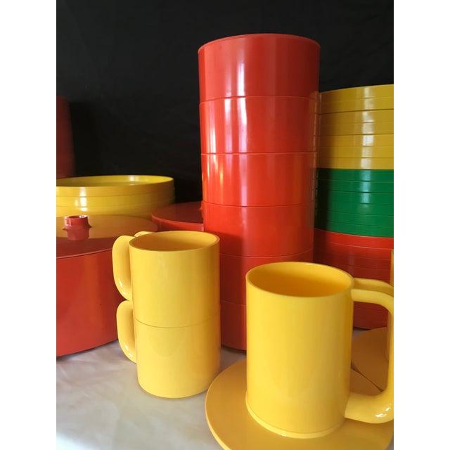 Italian Massimo Vignelli for Heller Melamine Multi-Colors Dinnerware Set - 83 Pieces For Sale - Image 10 of 13