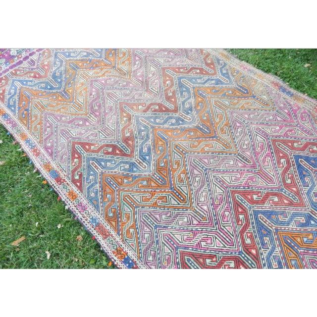 Handwoven Turkish Kilim Rug Pastel Colors Area Rug Petite Braided Kilim - 4′11″ × 9′4″ For Sale - Image 4 of 12