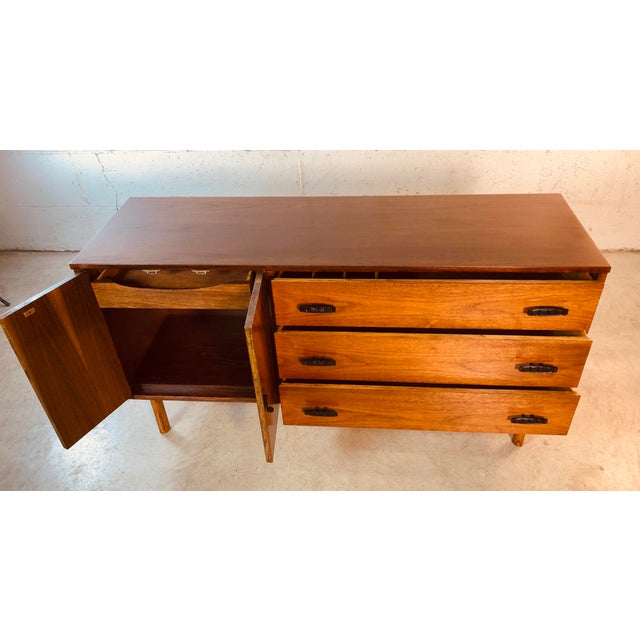 1960s Walnut Wood Credenza by Bassett Furniture Co For Sale - Image 9 of 13