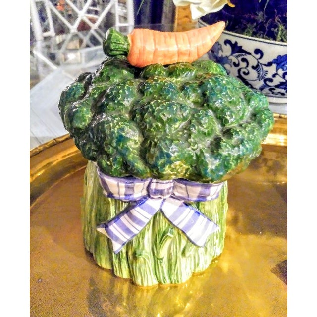 Fitz and Floyd Vintage Vegetable Broccoli Carrot Ribbon Ceramic Canister Cookie Jar For Sale In West Palm - Image 6 of 6