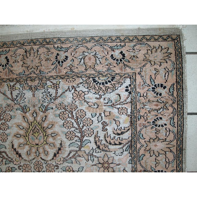 Vintage silk Indo-Tabriz rug in original condition. This is Indian rug made in persian style of Tabriz city. very soft...