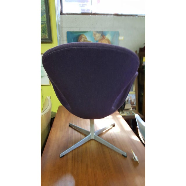 Vintage Swan Chair by Arne Jacobsen for Fritz Hans For Sale - Image 9 of 9