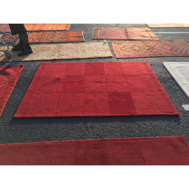 """Red Hand-Tufted Rug - 4'8"""" x 6'8"""" - Image 2 of 8"""