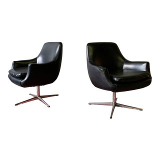 Mid Century Modern Swivel Armchairs, a Pair For Sale