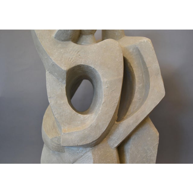 Modern Abstract Geometric Embracing Loving Couple Sculpture in Gray Plaster For Sale In Miami - Image 6 of 13