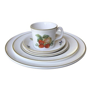Wedgewood Fruit Sprays Place Setting - 5 Pieces For Sale