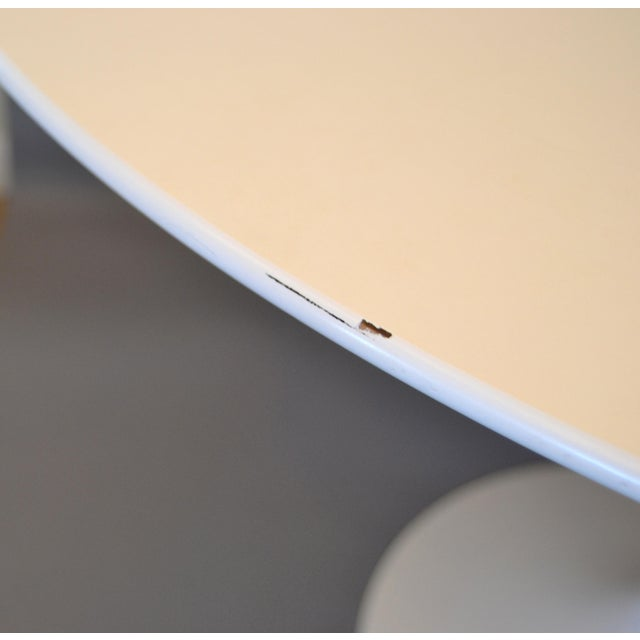 Original Eero Saarinen Round Antique White Laminated Tulip Dining Table Knoll For Sale - Image 9 of 13