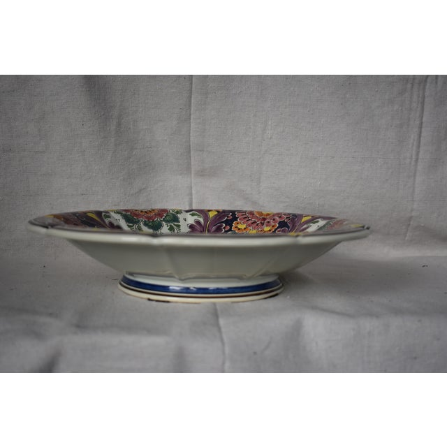 Beautiful vintage Delft bowl featuring flowers and a parrot in the center. It would look great with fruit or decorative...