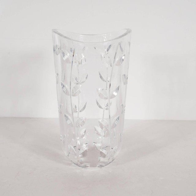 Large Modernist Crystal Vase With Incised Foliate Patterns by Tiffany & Co. For Sale In New York - Image 6 of 11