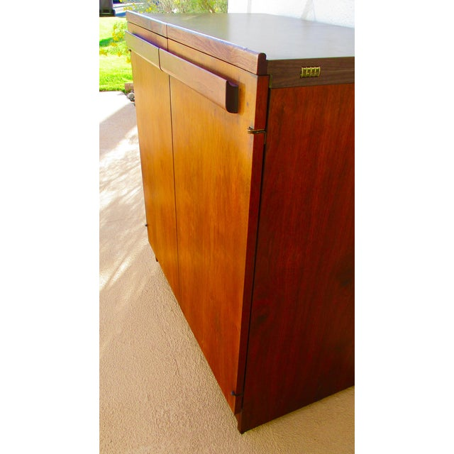 Mid Century Modern Brown Saltman Rolling Bar Cart Cabinet Server Dry Bar - Image 9 of 11