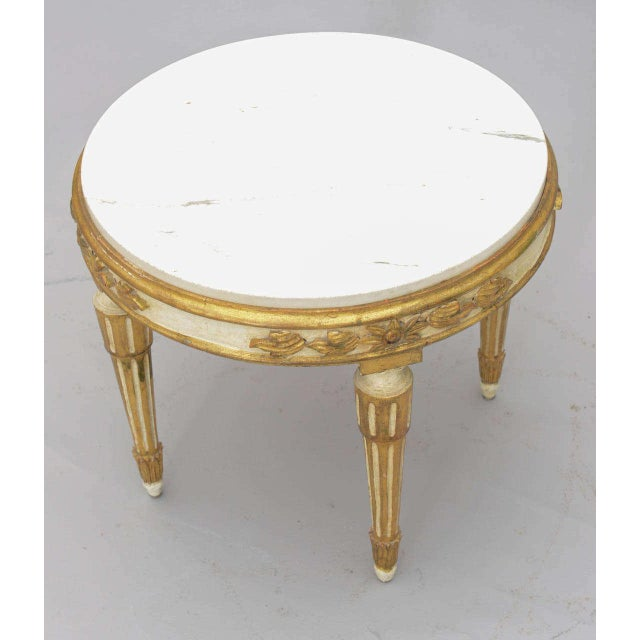 1950s Louis XVI Giltwood Accent Table With Carrara Marble Top For Sale - Image 5 of 10