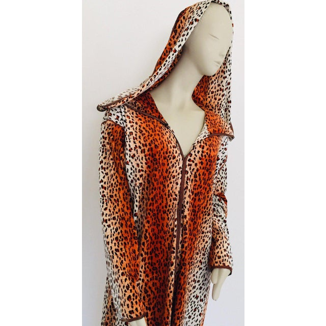 1970s Moroccan Hooded Caftan Animal Print Djellabah Kaftan For Sale In Los Angeles - Image 6 of 12
