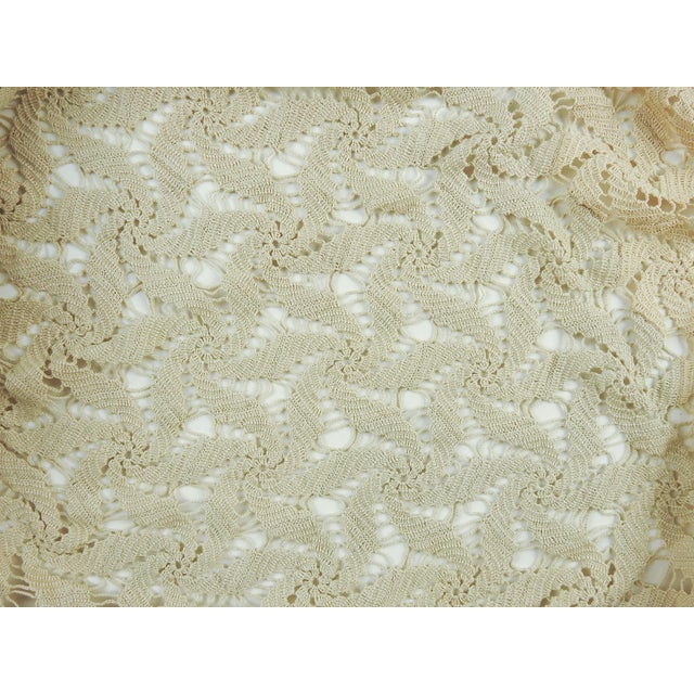 Hand Crocheted Ecru Pin Wheel Pattern Table Cloth or Bedspread For Sale - Image 4 of 9