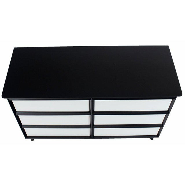 Mid-Century Modern Solid Birch Two-Tone Black White Lacquer Six-Drawer Dresser Baumritter For Sale - Image 3 of 9