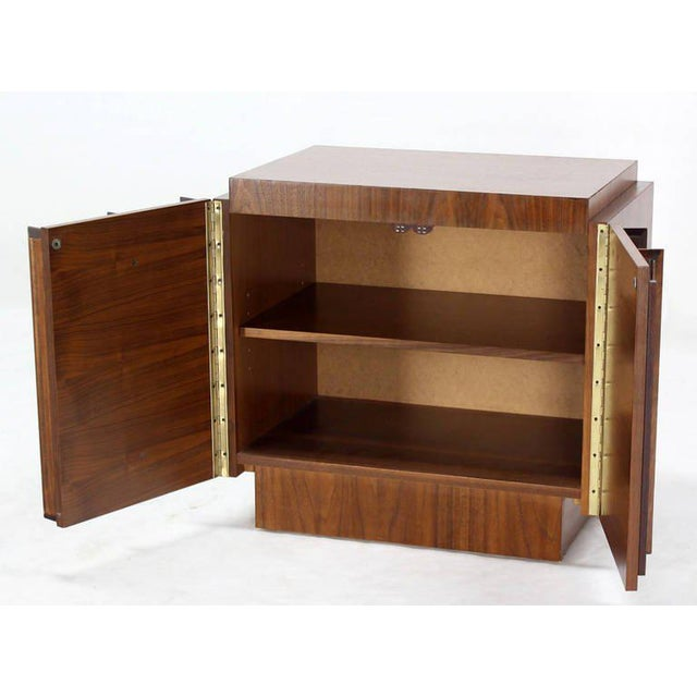 Mid-Century Modern Oiled Walnut Night Stand or End Table For Sale In New York - Image 6 of 10