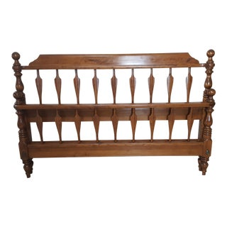 Vintage Mid-Century Ethan Allen Queen Arrow Heirloom Nutmeg Maple Bed For Sale