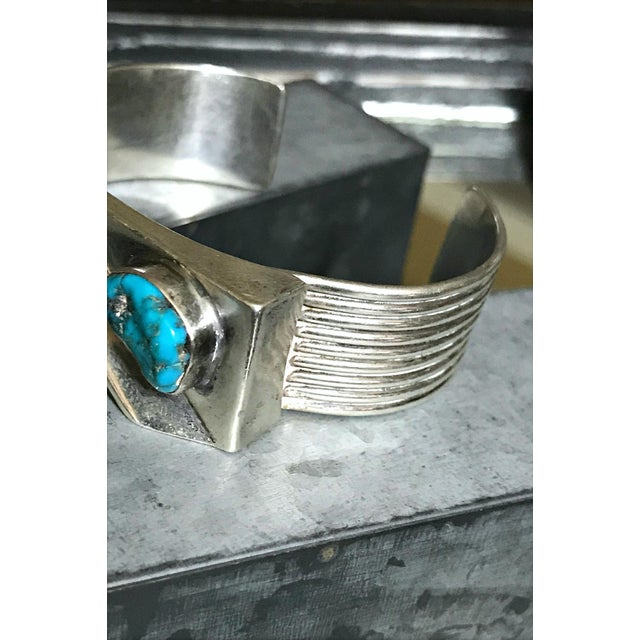 1970s Navajo Style Scott Dave Navajo Silver Turquoise Cuff Bracelet For Sale - Image 4 of 7
