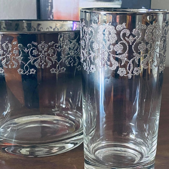 Mid-Century Modern Vintage Dorothy Thorpe Bar Ware Set - 8 Glasses, Ice Bucket, and Tray For Sale - Image 3 of 4