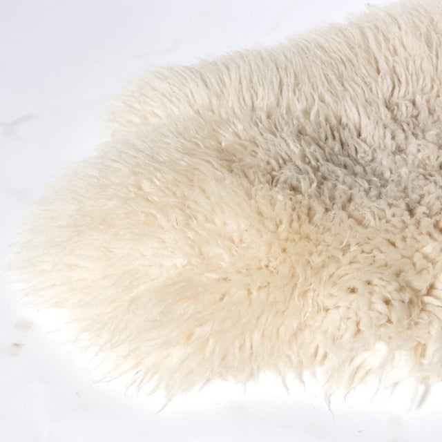 "Sheep Skin Rug - 4'2"" x 2'3"" - Image 4 of 5"