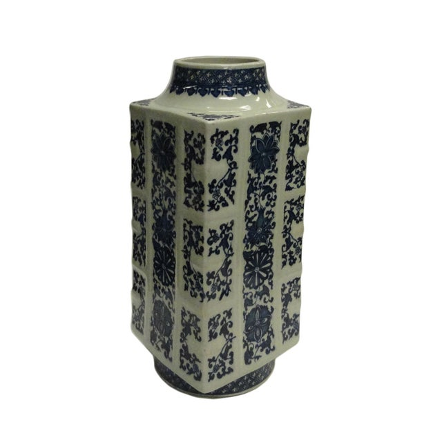 This is a traditional Chinese decoration column porcelain vase in blue and white color with oriental flower pattern...
