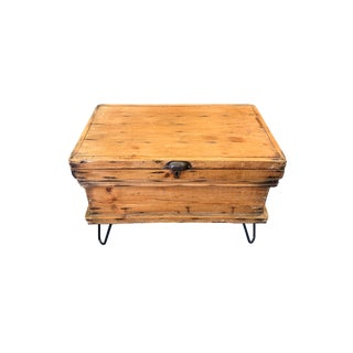 Primitive Farmhouse Chic Trunk Style Pine Box Cocktail Table For Sale