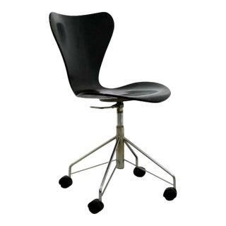 Mid Century Modern Arne Jaconbsen Fritz Hansen Danish Side Chair Model 3117 1950s For Sale