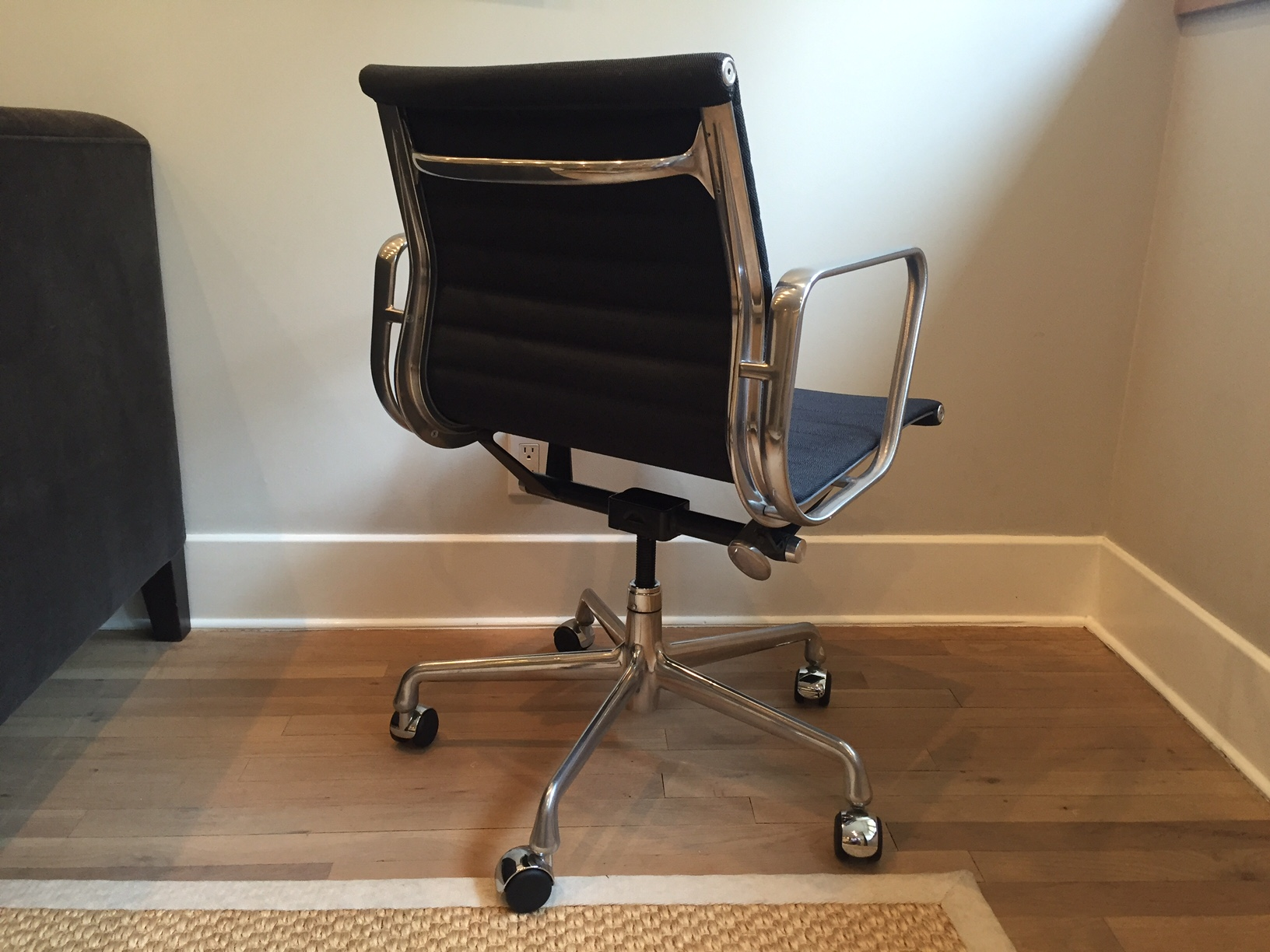 Aluminum Management Chair By Charles U0026 Ray Eames   Image 4 ...