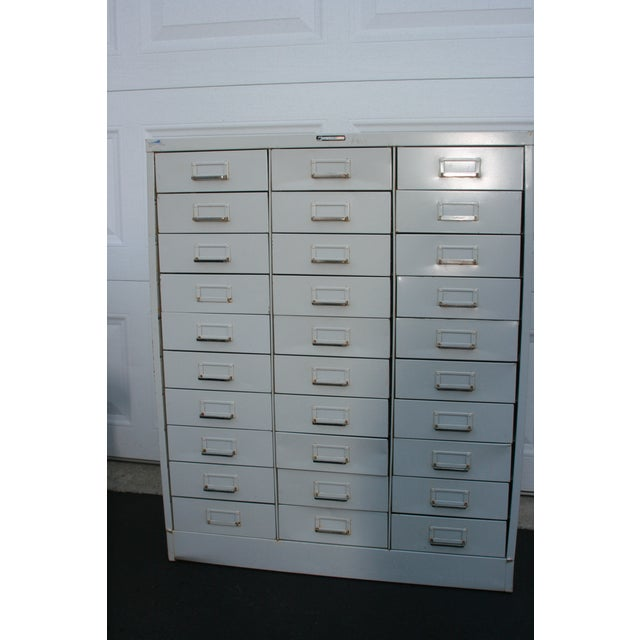 The ultimate organizer for any artist. 30 very clean drawers with silver-toned pulls and spot for content identification....