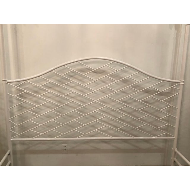 Vintage Hollywood Regency Chinese Chippendale White Lacquered Faux Bamboo Palm Tree Leaf 4 Poster Canopy Bed King Size For Sale - Image 4 of 13