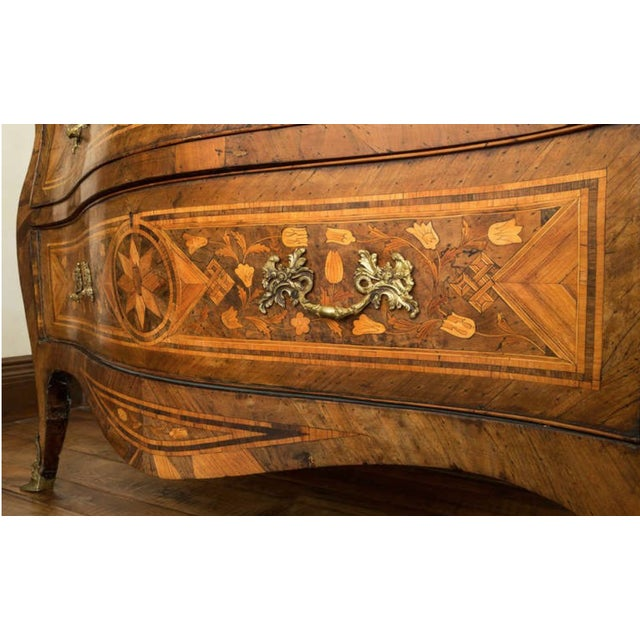 18th Century Inlaid Italian Commode With Bombe Shape and Dutch Marquetry For Sale In Nashville - Image 6 of 11
