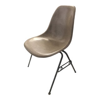 1950s Herman Miller Eames Zenith Fiberglass Side Chair on Stacking Base For Sale
