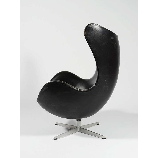 Rare 1st Generation Egg Chair by Arne Jacobsen For Sale In Chicago - Image 6 of 9