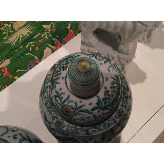 Mid 20th Century Vintage Green Asian Oriental Greek Key Hollywood Regency Ginger Jars - a Pair For Sale - Image 5 of 11