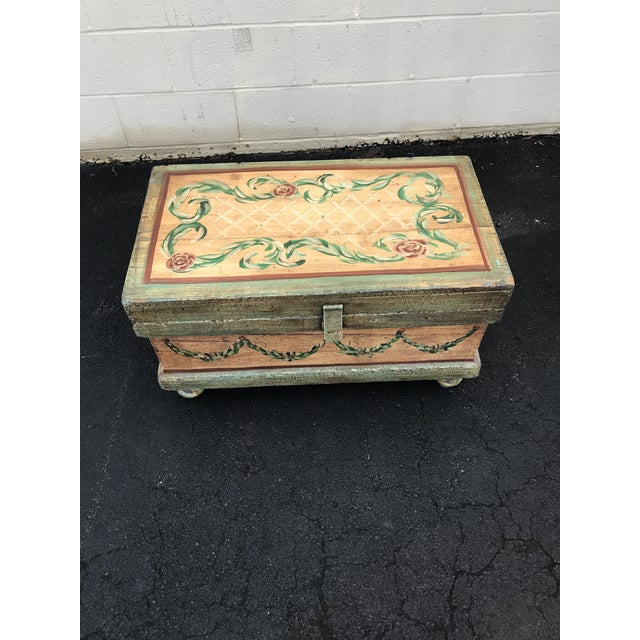 Wood 18th Century Traditional Hand-Painted Beige Trunk For Sale - Image 7 of 7