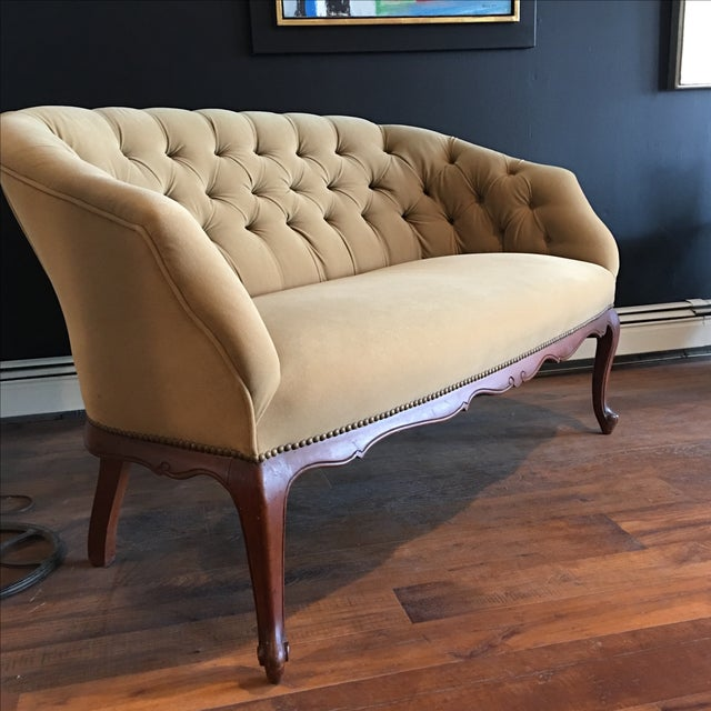 French Taupe Velvet Tufted Settee - Image 3 of 6