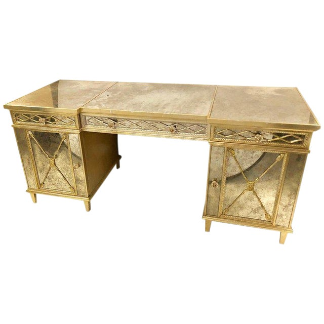 Silver Gilt Triple Vanity With Antique Mirror Panelling and Closed Arrow  Design - Silver Gilt Triple Vanity With Antique Mirror Panelling And Closed