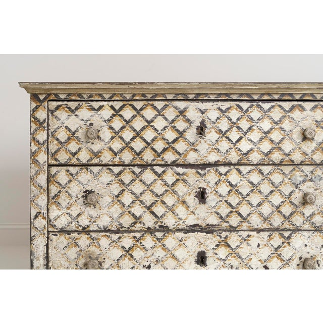 Italian Pair of Italian Neoclassical Style Crosshatch Painted Commodes For Sale - Image 3 of 12