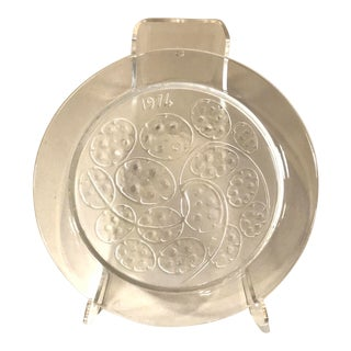 1974 Signed Lalique France Crystal Glass Annual Plate For Sale