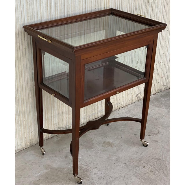 Art Decó French Neoclassical Mahogany Showcase Tea Table or Serving Table, 1920s For Sale In Miami - Image 6 of 11