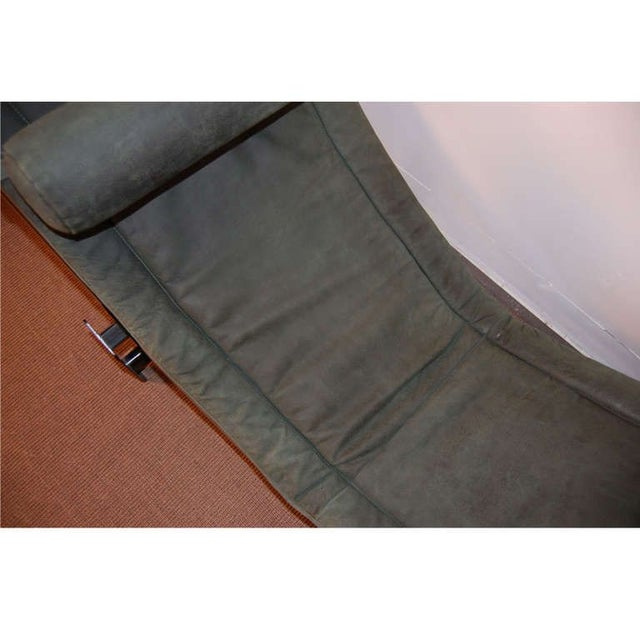 Le Corbusier LC4 Green Leather Chaise Longue For Sale - Image 5 of 7